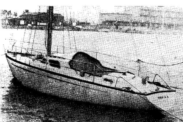 Яхта из стеклопластика Топаз на плаву