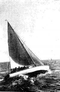 Яхта Л6 на ходу под парусом