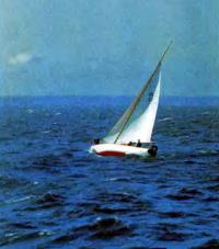 Яхта на ходу при крепком ветре