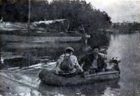 Яхта «Юг» и ее тузик у берега