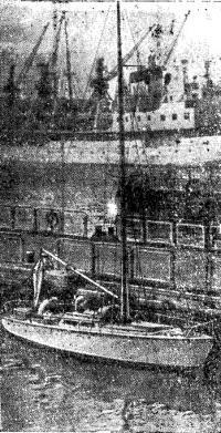 Яхта «Юность» в Мурманском порту