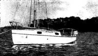 Японская яхта на воде