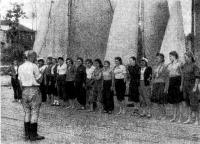 /944 г. Парад участниц женского первенства столицы по парусному спорту