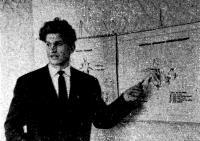 Автор статьи П. К. Нормантас читает лекцию по теории гребли