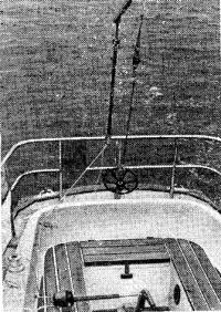 Авторулевой, смонтированный на 9-метровой яхте