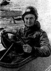 Чемпион СССР в классе буеров С8А Виктор Кошелев