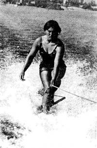 Чемпионка страны по фигурному катанию и чемпионка 1976 г. в многоборье И. Потэс