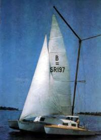 Цветное фото тримарана «Мираж»