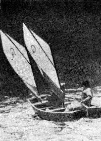 Два паруса обеспечивают «Робинзону» хорошую скорость в умеренный ветер