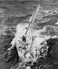 Экипаж покидает яхту «Камаре»