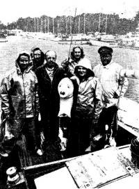 Экипаж яхты «Ливико». Крайний справа — капитан Бернхард Юрно