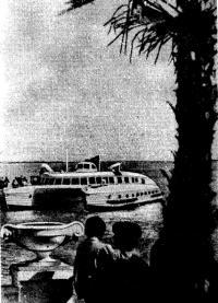 «Экспресс» принимает пассажиров в Сухумском порту