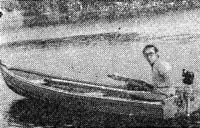 Электромотор на транце прогулочной лодки