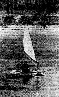 Фото «Дельфина» с подвесным парусом