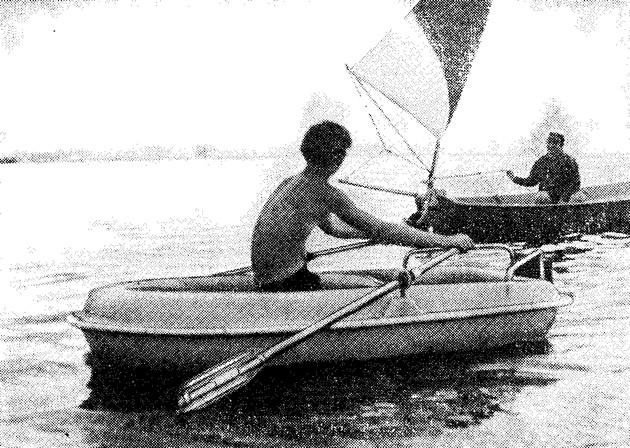 Фото лодки «Дельфин» на воде