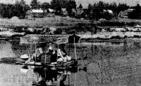 Фото лодки «ЛГН-2» с мотором на ходу