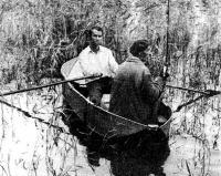 Фото лодки на воде с людьми