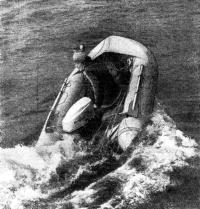 Фото лодки «Орион» с мотором и одним пассажиром