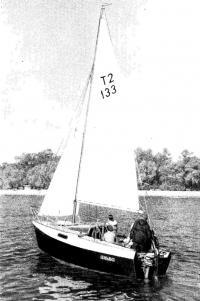 Фото швертбота «Цефей» на воде