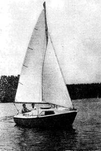 Фото яхты «Ассоль» на воде