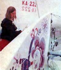 Француженка Клэр Фонтэн готовит швертбот к очередной гонке