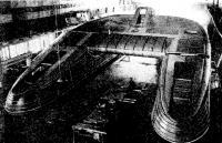 Готовый корпус глиссера в цехе завода перед разборкой. Вид с кормы