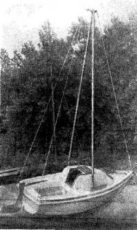 Готовый швертбот с Л-образной мачтой