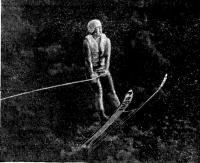 Инна Нетэс во время 34-метрового прыжка