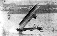 Катамаран Питера Дарби (класс ОЕ) взлетел в воздух во время третьей гонки