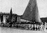 Колонна ленинградских яхтсменов на параде в День физкультурника в 1937 году
