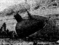 Корпус яхты кантуется после сборки