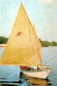 Лодка «Мидия-2» под парусом