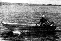 Лодка «Таймень» на ходу с мотором