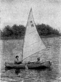 Лодка «Ямал» под парусом
