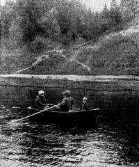 Лодка «Язь» с тремя пассажирами