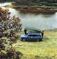 Лодку «Язь» снимают с крыши автомобиля