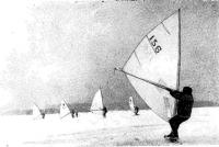 Лыжники под парусами на озере Харку