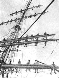 Матросы готовы расправить паруса