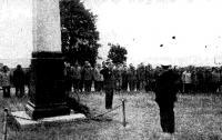 Митинг у памятника погибшим морякам на острове Гогланд