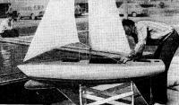 Модель яхты с бульбовой наделкой на форштевне