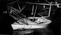 Модель яхты в бассейне