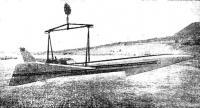 Мощный автокран опускает «ЮС Дискавери-II» на воду оз. Тахо