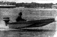 Мотолодка «Морской дротик» на полном ходу