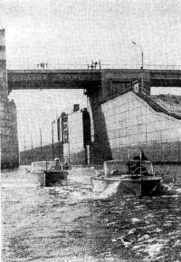 Мотолодки выходят в Кременчугское водохранилище