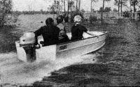 «Мотылек» глиссирует с тремя пассажирами на борту