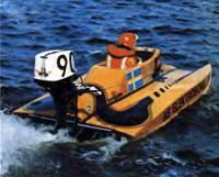 На трассу гонок выходит шведский гонщик Венгт Шрёдер