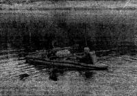 Надувная байдарка во время похода по реке Ваге