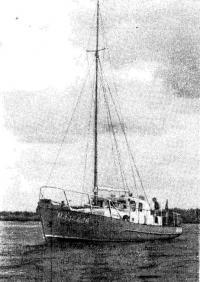 Наша моторно-парусная яхта