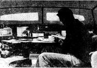 Нокс-Джонстон в каюте катамарана