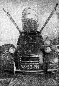 Новый вариант «автомобильного парусника»: три «виндсерфинга» на крыше малолитражки